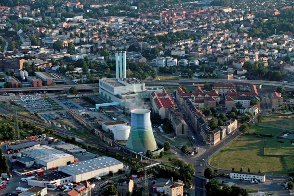 Das HKW Nossner Brücke in DD- Löbtau, ging so 1995 ans Netz,elektrischen Lstng. 260 MW, FW Lstng. 480 Megawatt. Der Kühlturm. 55 m hoch ist einzig übernommenes Relikt au DDR- Zeit.