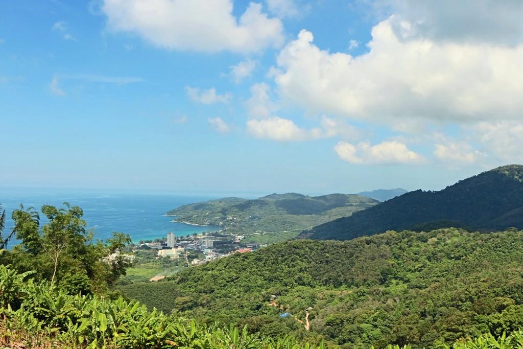 Blick vom Mount Nagakerd auf Karon Beach