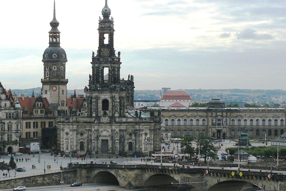 ...das erste Mal für Hannelore, die Augustusbrücke, Hofkirche und Theaterplatz von oben