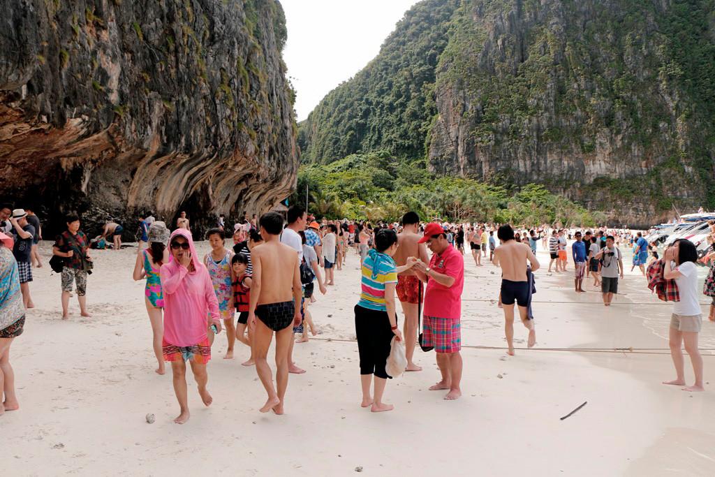 So sieht der herrliche Sandstrand in der Maya Bay auf Koh Phi Phi Leh aus, irre!