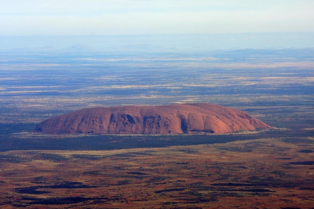 So sieht der Uluru aus der Vogelperspektive aus!