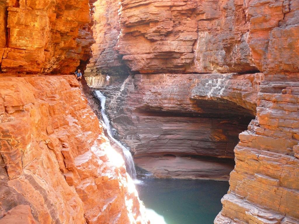 Ich kletterte bis zum Ende der öffentlich begehbaren Route, ab hier (Fotostandort) geht es nur in Rangerbegleitung am Seil gehend und kletternd hinunter zum Junction Pool.