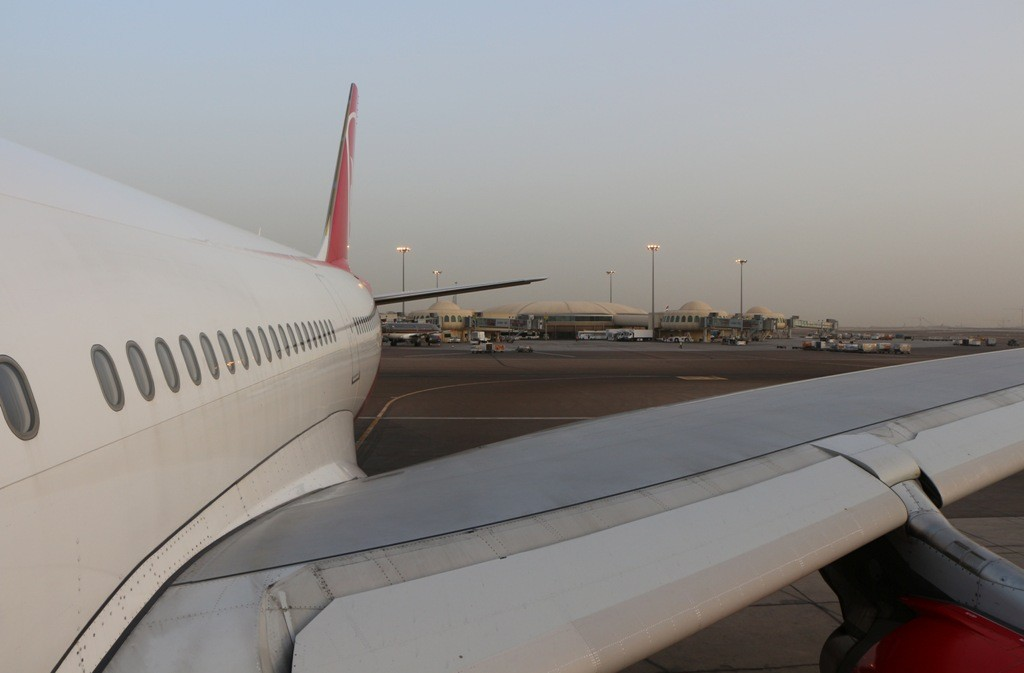 Hier müssen wir nun über vier Stunden warten ehe es mit dem Anschlussflug nach Manila weiter geht!