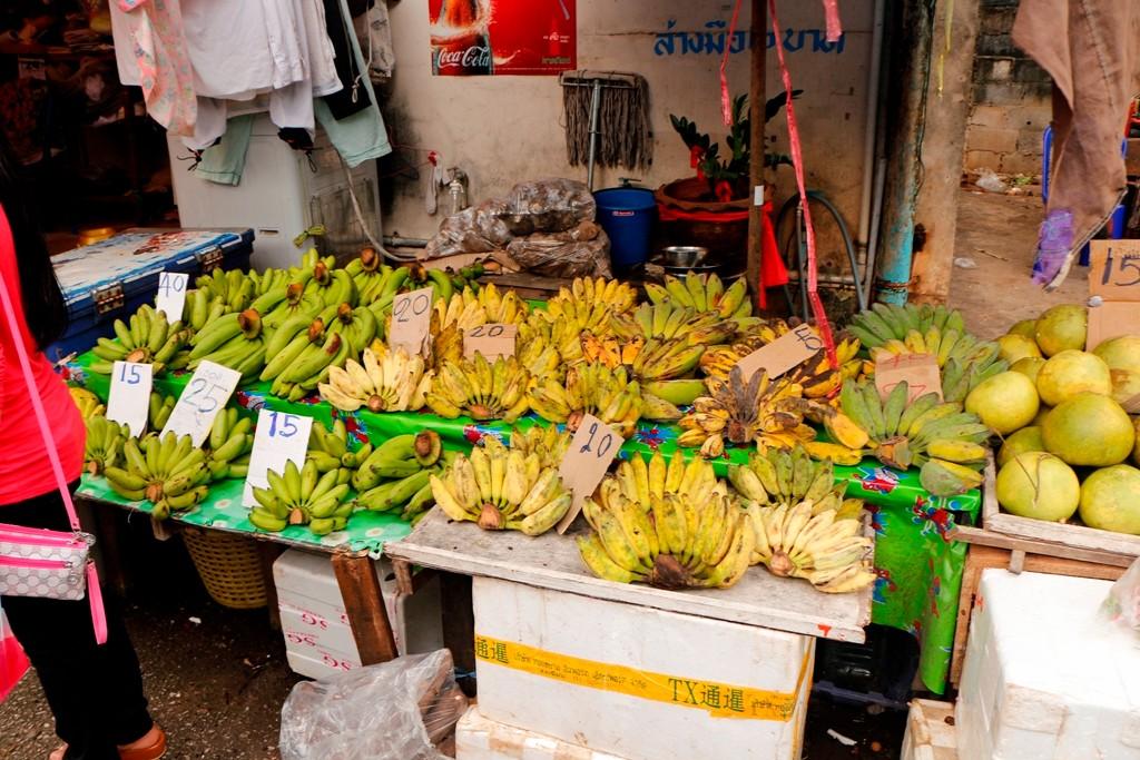 Bananen in Hülle und Fülle - Preisbeachtung, Wechselkurs war hier 39,15 Baht/1 Euro