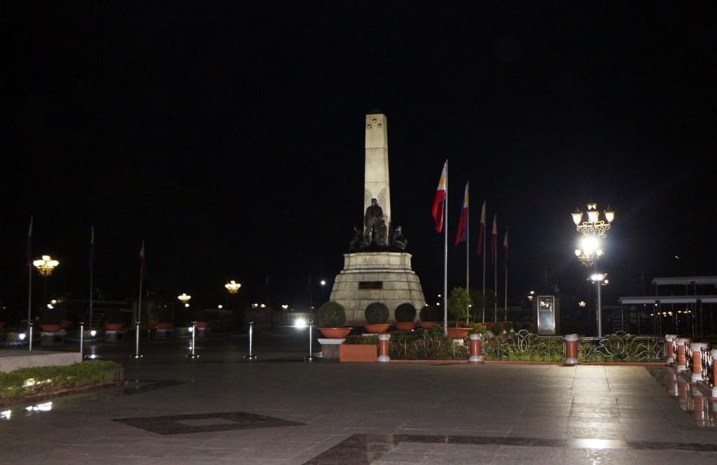 Der wohl am häufigsten genannte philippinisch Held auf seinem Monumentsockel im gleichnamigen Park, José Rizal!