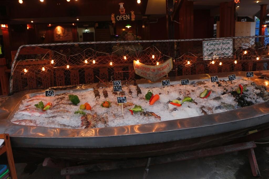 Der Fisch unter Eis zum selbst aussuchen