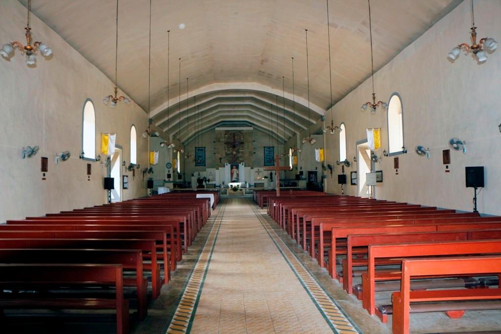 ...das einfache Kircheninnere lässt den denkwürdig miesen Bauzustand fast vergessen!
