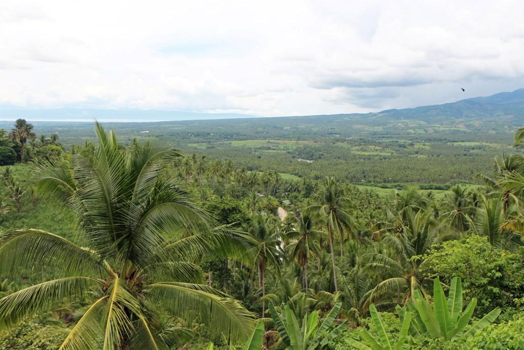 Im Nordwesten erkennt man im Hintergrund die Sulu See