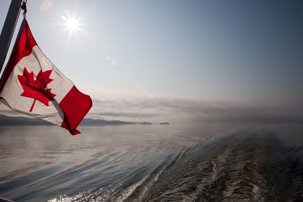 """Vom Heck der """"Victoria"""" der Blick zurück in Richtung Vancouver Island"""