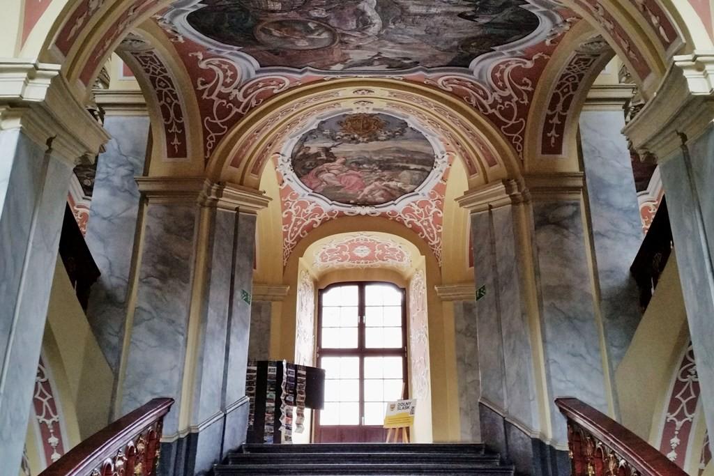 ...der Treppenaufgang zur Aula