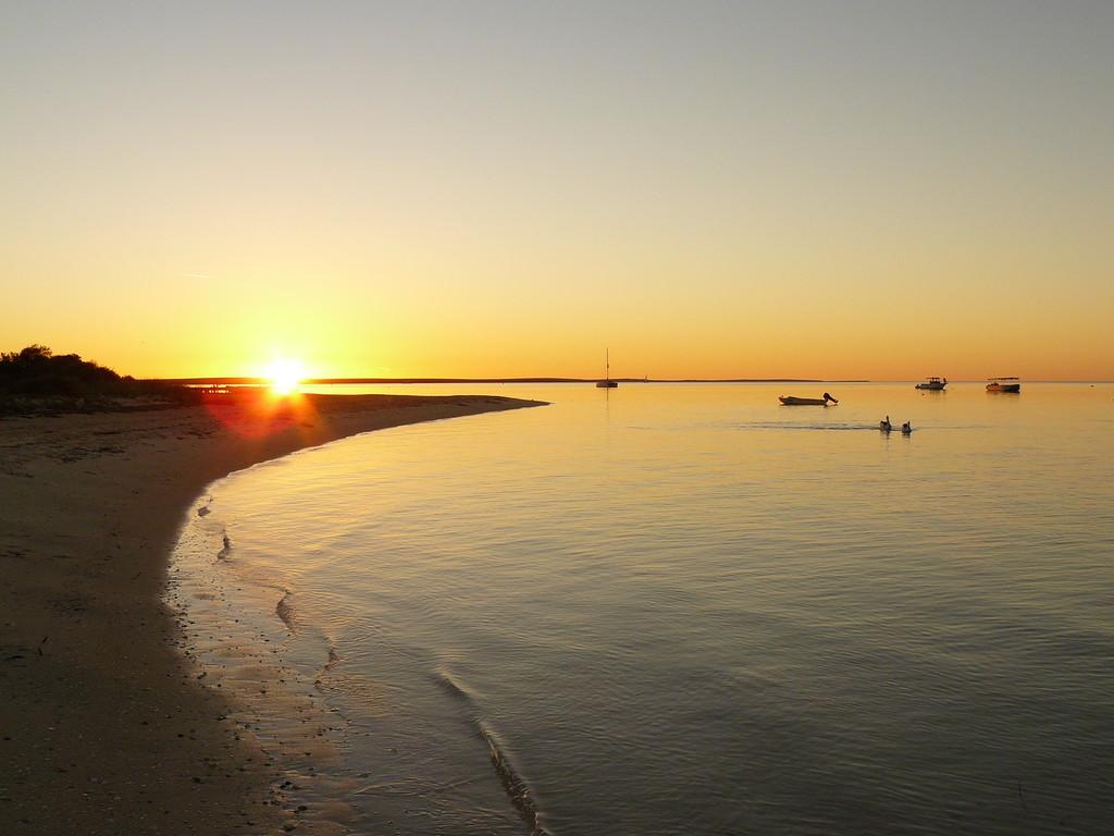 Der wunderschöne Strand von Monkey Mia mit Sunset