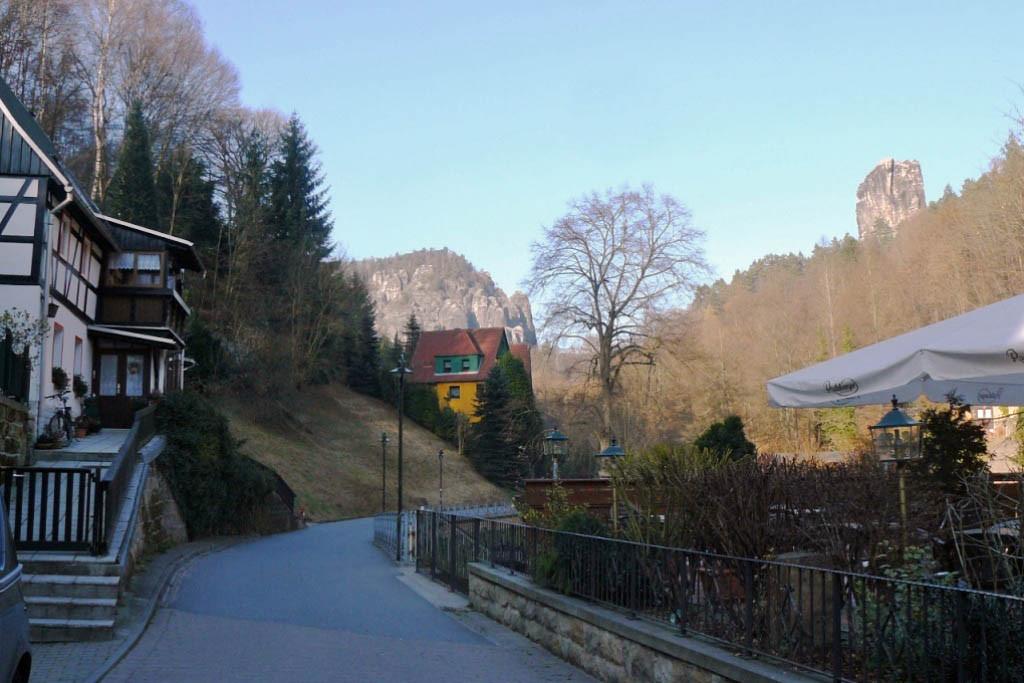 Blick vom der Kurortmitte in Richtung Amselsee, rechts wieder der Talwächter.