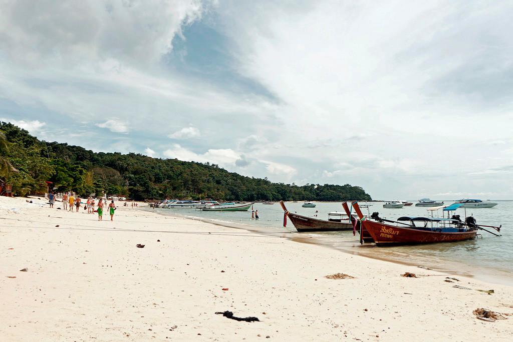 Der Strand zur Ton Sai Bay auf Koh Phi Phi Don!