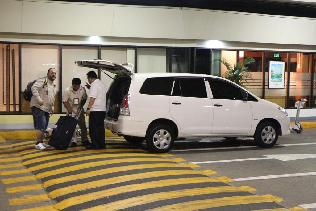 Udo hat ein Taxi orgasnisiert und wir entschwinden erneut für einige Stunden in eine klimatisierte, wenn auch kostspielige Räumlichkeit!