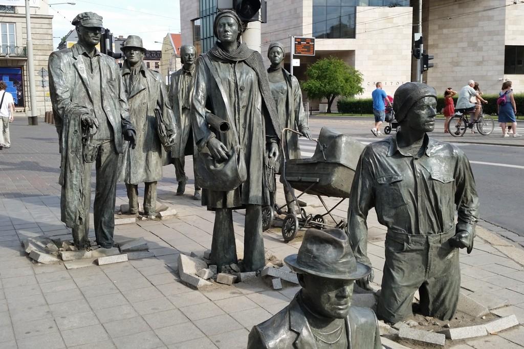 Die Skulpturen stammen vom Künstler Jerzy Kalina!