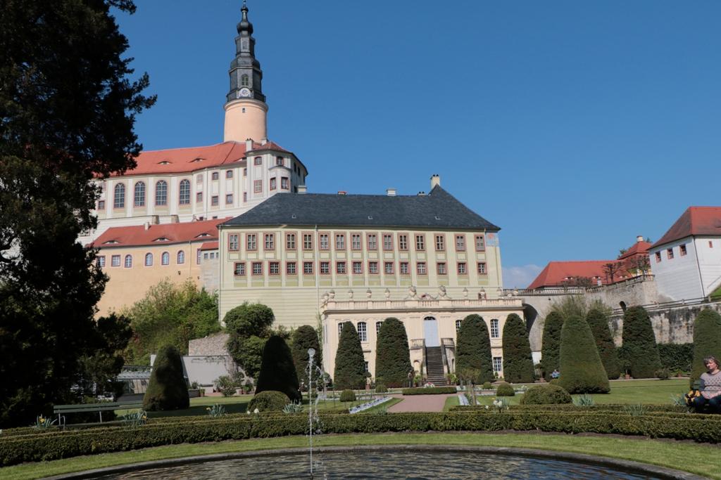 Das Schloss mit den epochalen Anbauten vom Schlossgarten aus gesehen!