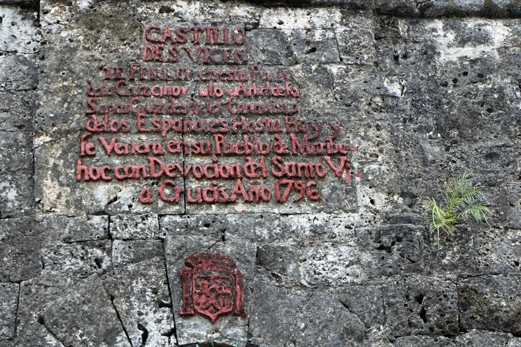 Hier die Turminschrift, sie dokumentiert Erbauung und Zweck des Turmes! Ausblick zum erspähen von Piraten und muslimische Plünderer!
