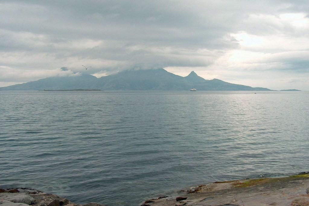 Blick von Bodö in Richtung Lofoten. Vor und die Hjartoya Islands.