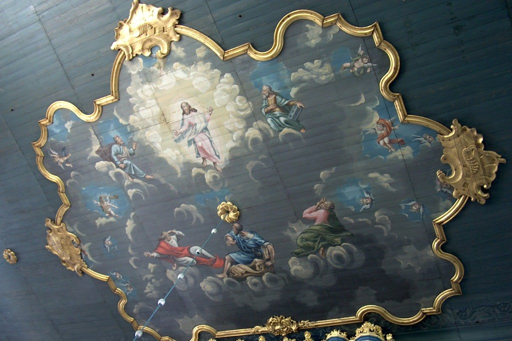 Barocke Deckenmalerei in der Kirche.