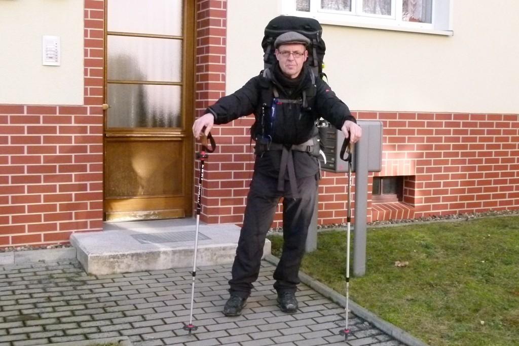 Walter zum Abschied vor unserer Haustür auf dem weiteren Wanderweg durch die Böhmische Schweiz