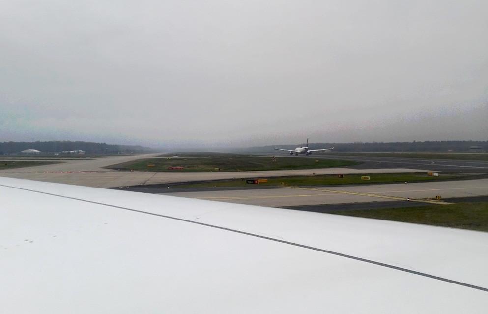 Flughafen Frankfurt, ich sitze in einem Airbus A380-800 und lasse es mir gut gehen!