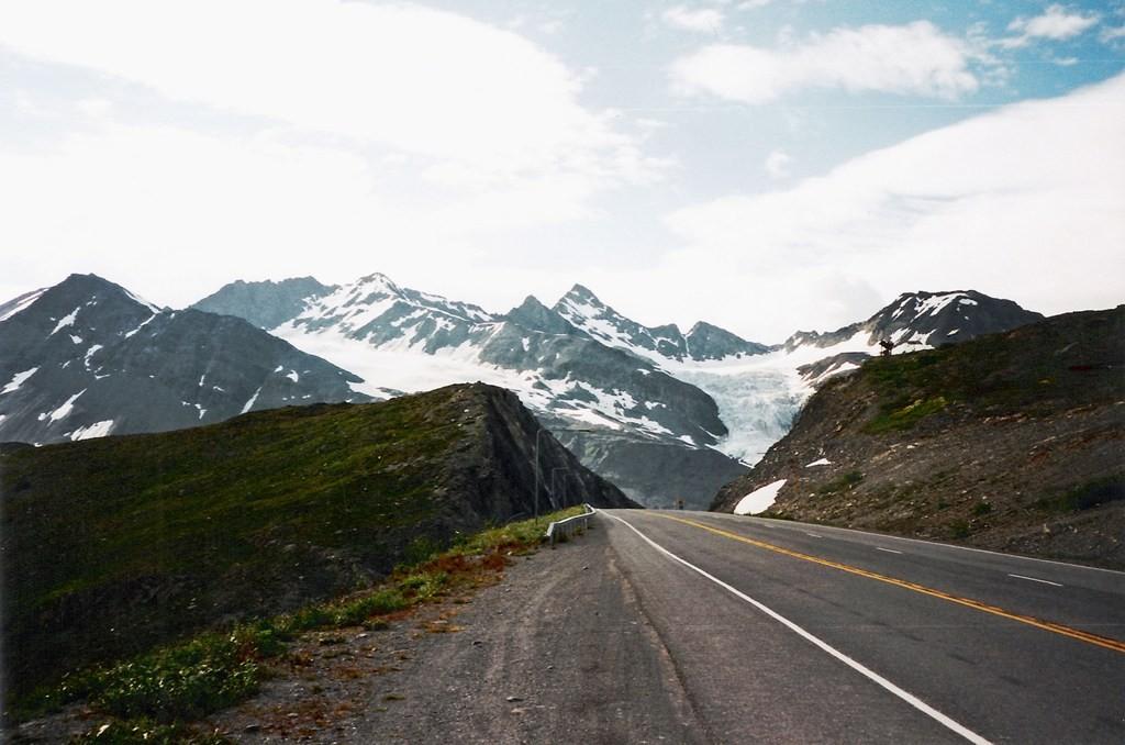 Der legendere 855 m hohe Thompson Pass in den Chugach Mountains