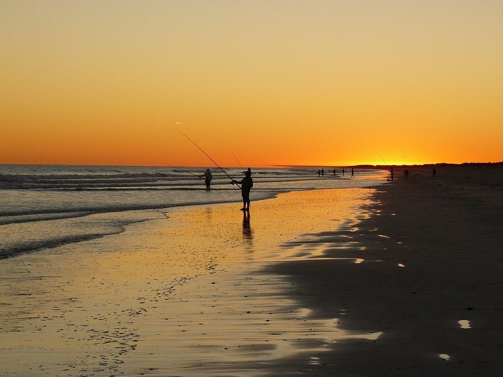 In aller Frühe am Eighty Mile Beach können wir uns diese herrlichen Fotos auf unsere Speicherkarte knipsen, Blick zum Sunrise nach Osten.