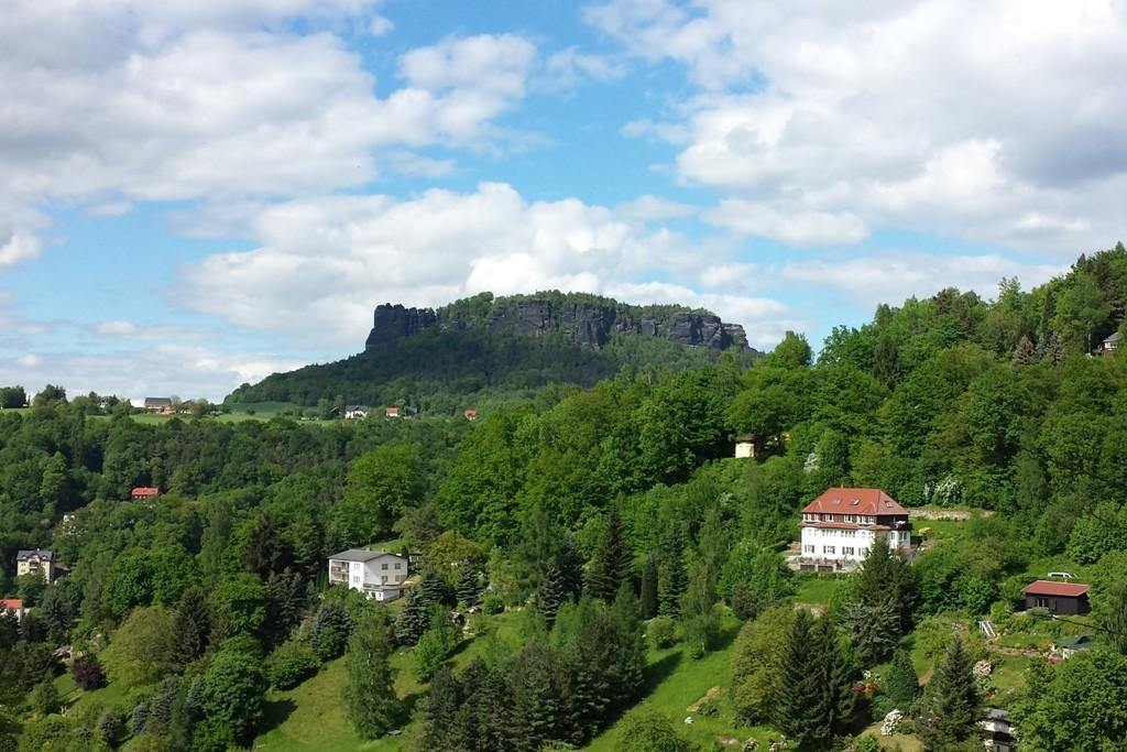 Der Lilienstein von Pfaffendorf aus gesehen