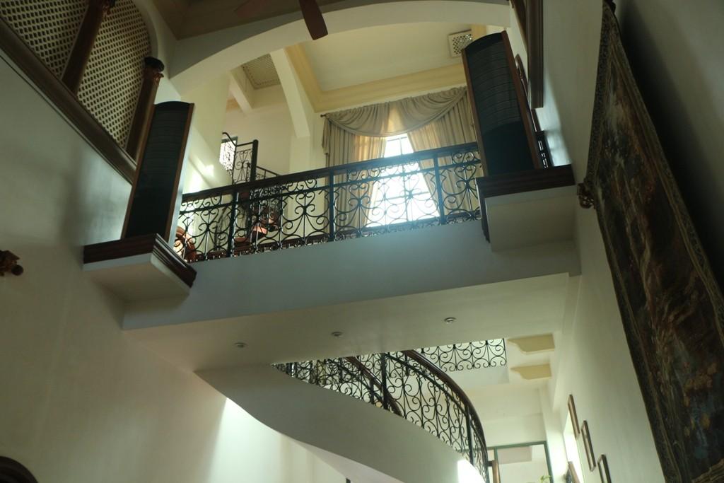 Die räumliche Aufteilung, im Haus versprüht herrschaftliches Ambiente, die Zimmer und Restrooms ebenso
