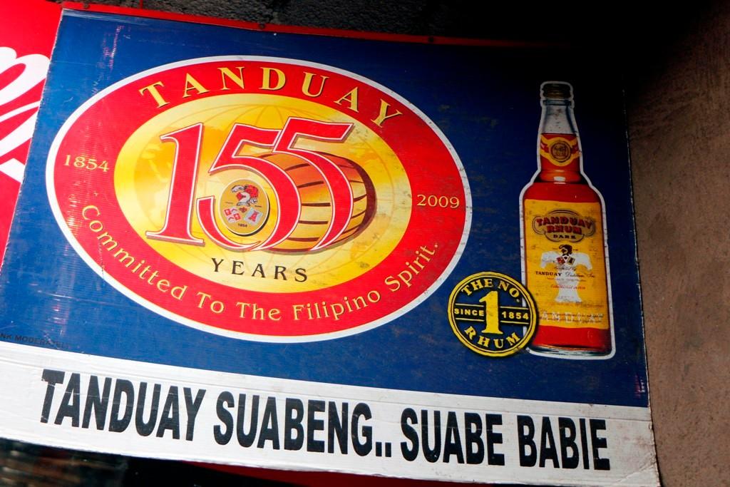 Auf den Phlippinen, hier in Dauin kann man sich für wenig Geld die total Leber zu nichte trinken!