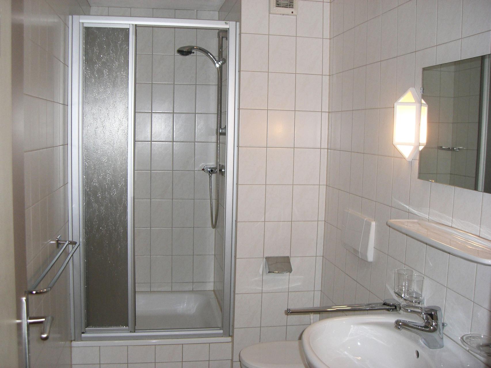 Bad mit Duche und WC