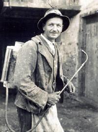 Franz Hochstrasser eröffnet 1930 die Buschenschank