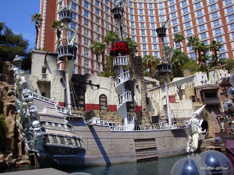 Piratenschiff am Hotel Treasure Island