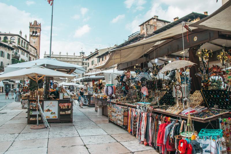 Piazza delle Erbe, Marktplatz, Verona, Italien