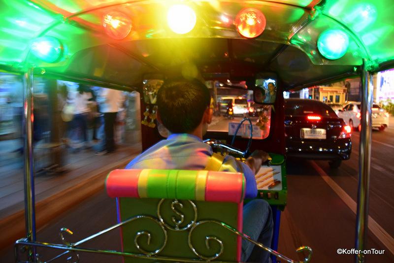 Eine Nachtfahrt mit dem Tuk Tuk durch Bangkok