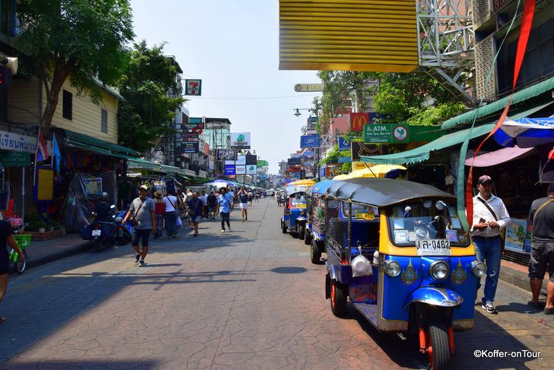 Das Backpackerviertel in der Khao San Road in Bangkok