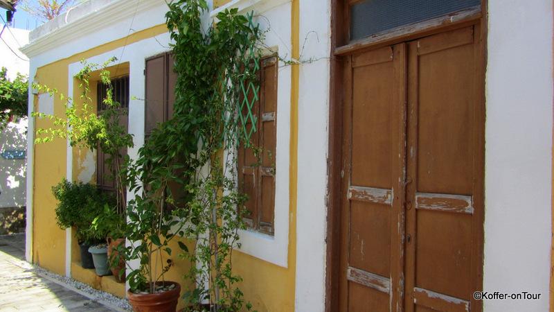Koskinou, Dorf, bunte Türen