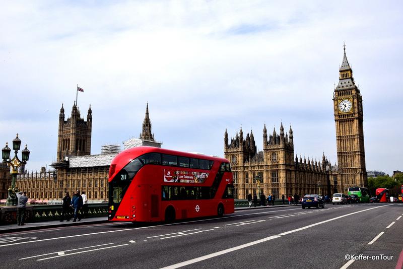Big Ben in London, Rote Busse, Themse, Sehenswürdigkeit, Glockenturm,