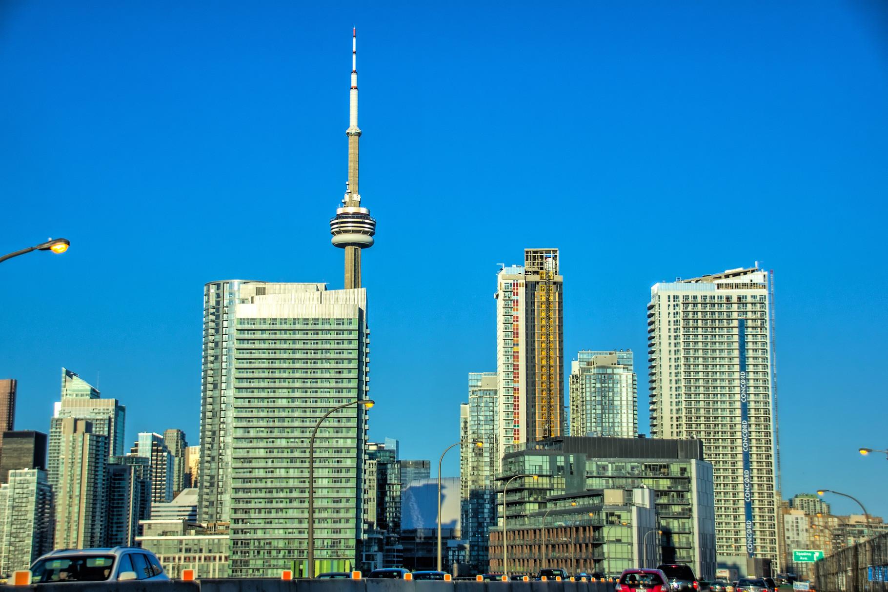 08_Erster Blick auf den CN-Tower aus dem Auto heraus_HDR.