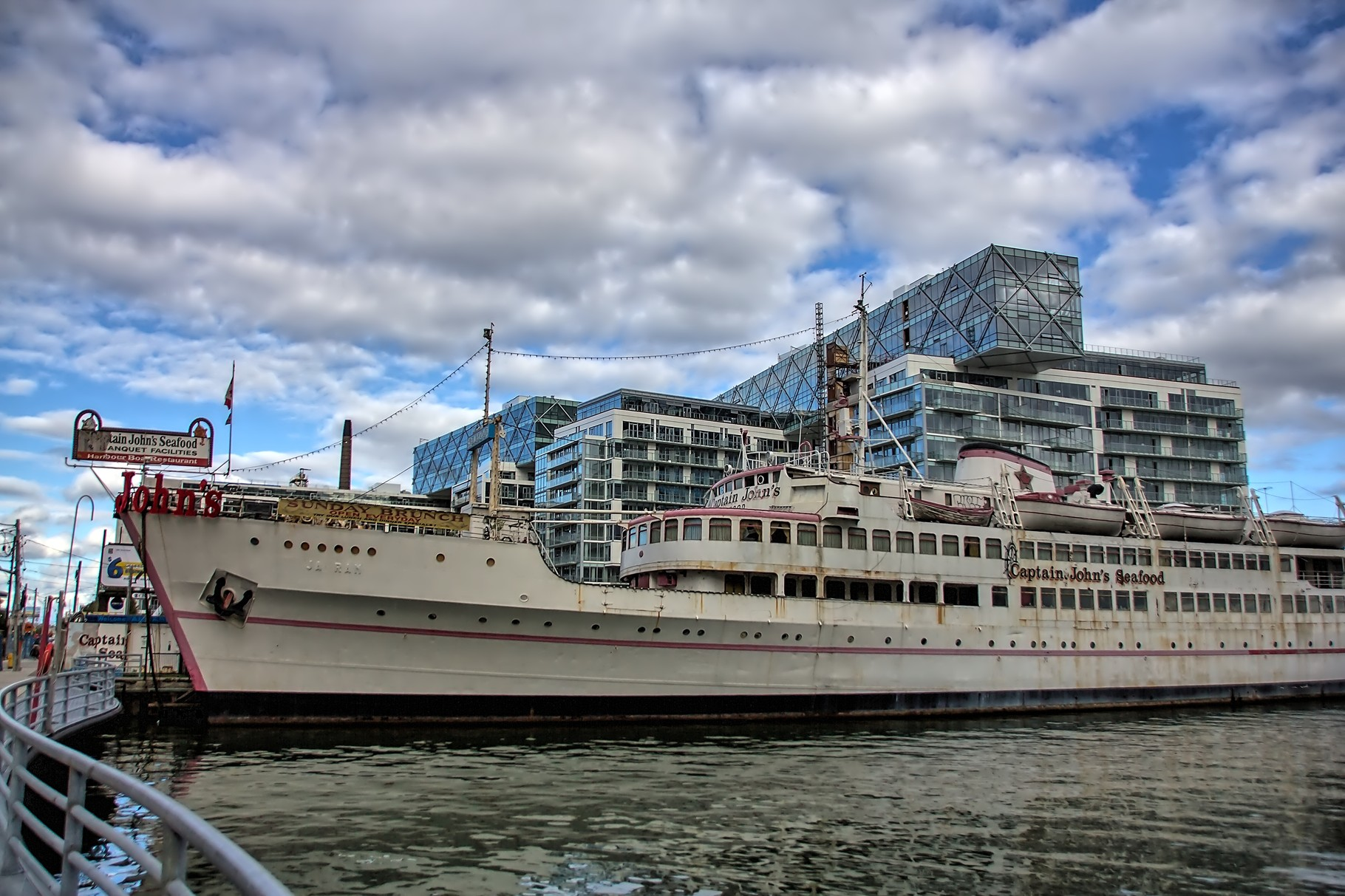 18_Im Hafen von Toronto_HDR.