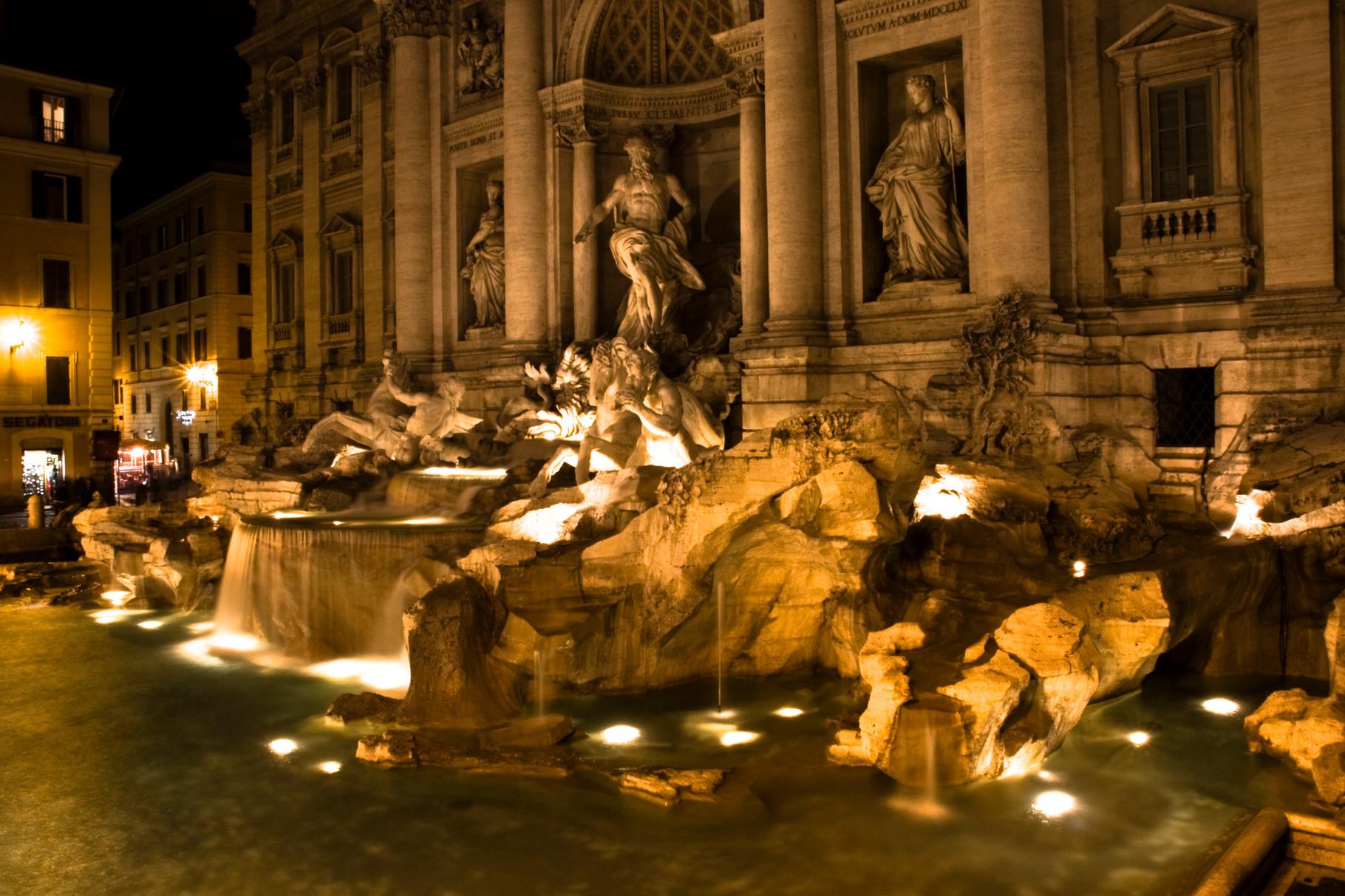 24_Rom - Trevi Brunnen bei Nacht.