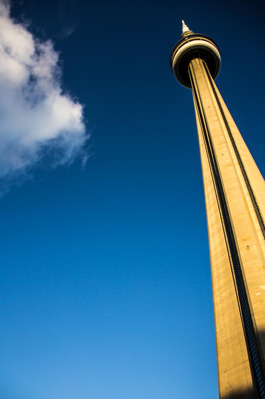 09_CN-Tower von unten.