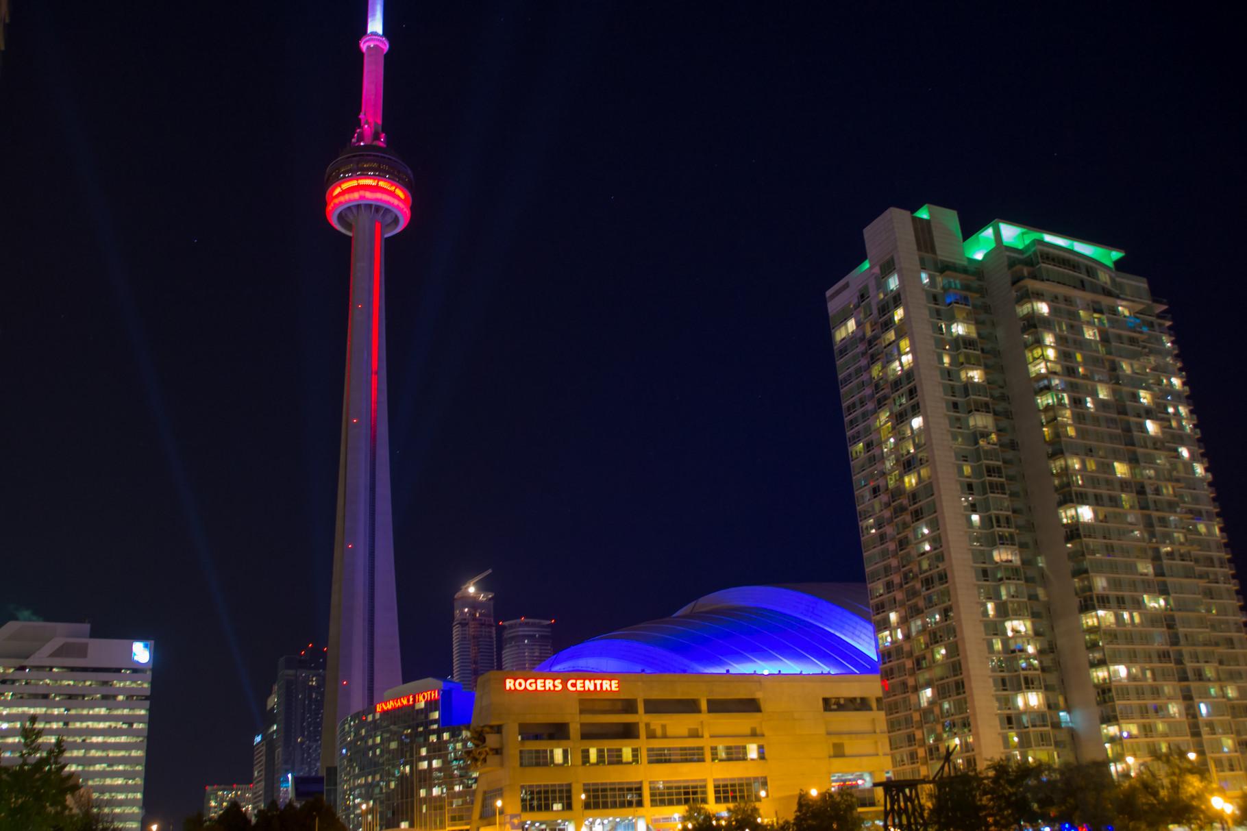 16_CN-Tower bei Nacht.