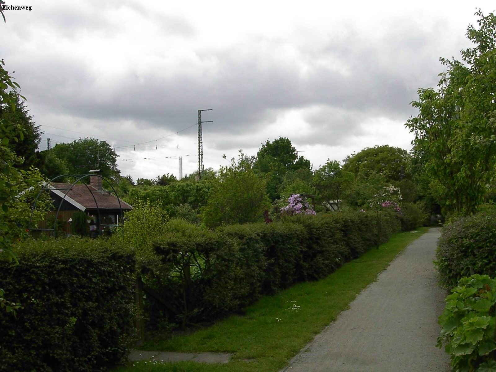 Eichenweg aus der Altanlage in Richtung Stadtmitte Mai 2011