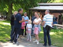Detlef Schwarz erklärt Interessantes zum Minigolfsport