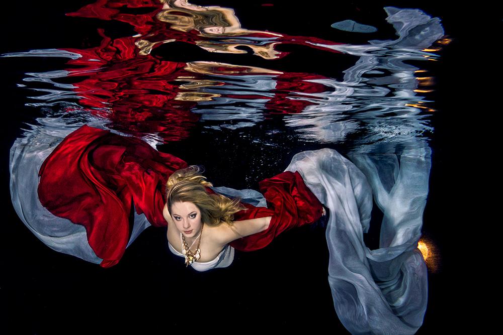 Mit Accessoires wire Tüchern wird ein Unterwassershooting noch kreativer