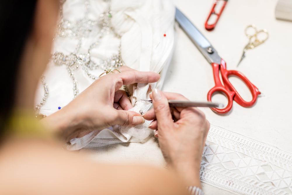 https://sabrinawacker.de/ Änderungen an einem Brautkleid