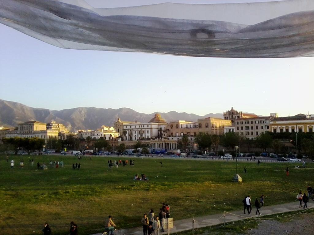 Vista dal Nautoscopio: panoramica sul prato e su Corso Umberto