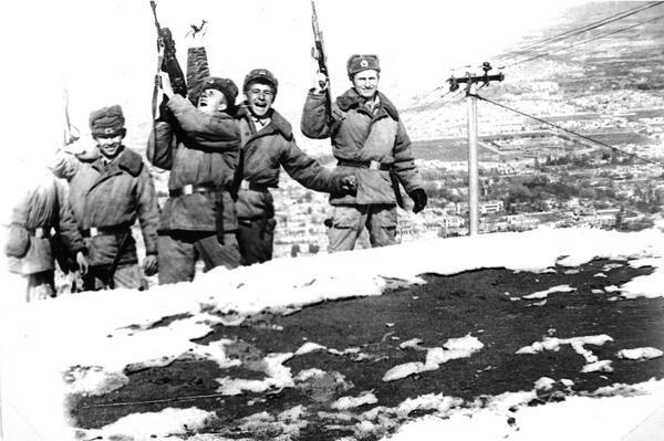 Разведчики 80-й отдельной разведывательной роты дивизии на Кабульском телецентре, март 1980 г.