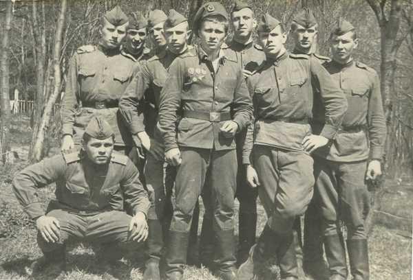 Разведчики 80-й отдельной разведывательной роты 103-й гв. воздушно-десантной дивизии